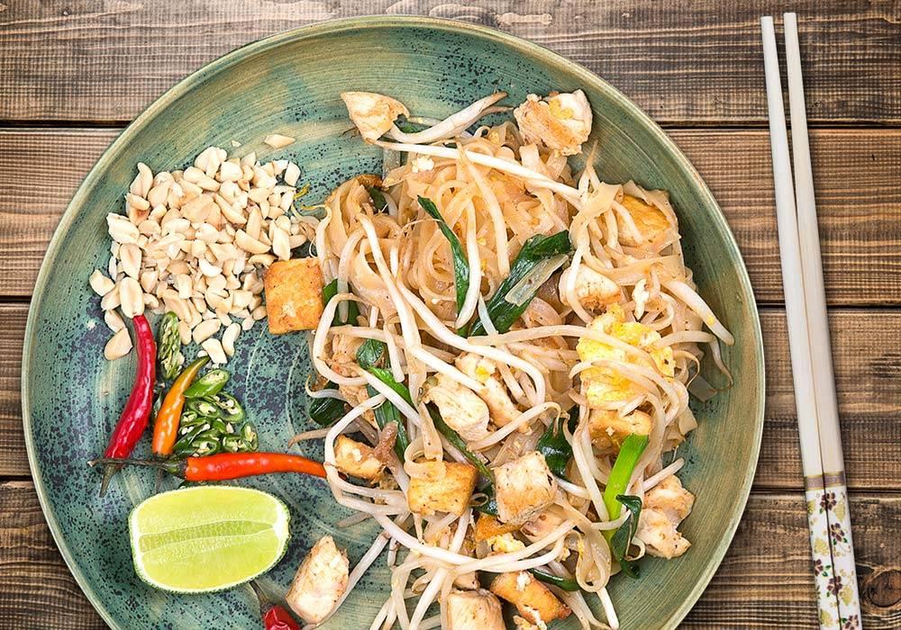Pad thai z kurczakiem i tofu House of Asia