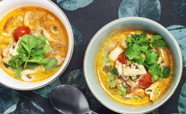 Błyskawiczna zupa Tom Yum z kurczakiem House of Asia