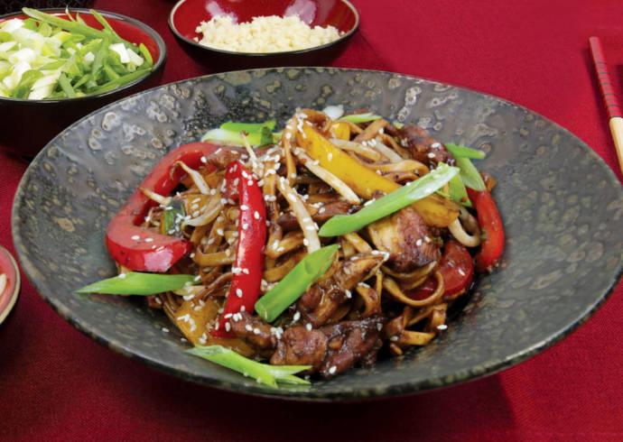 Makaron chow mein z kurczakiem House of Asia