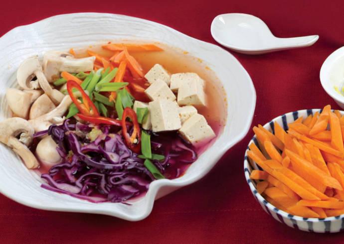 Wegańska zupa ostro – kwaśna