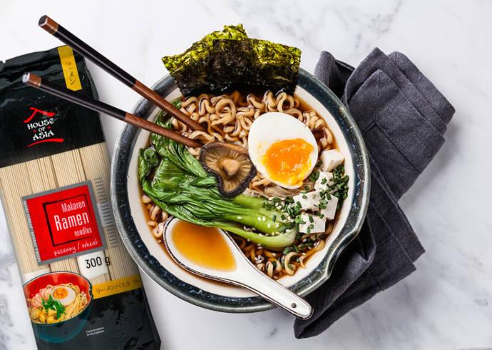Ramen z grzybami shiitake i wakame