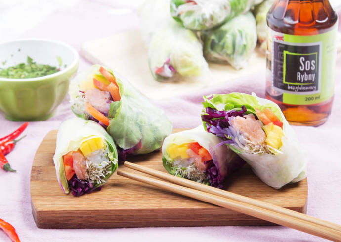 Spring rolls z łososiem, makaronem vermicelli oraz sokiem z limonki House of Asia