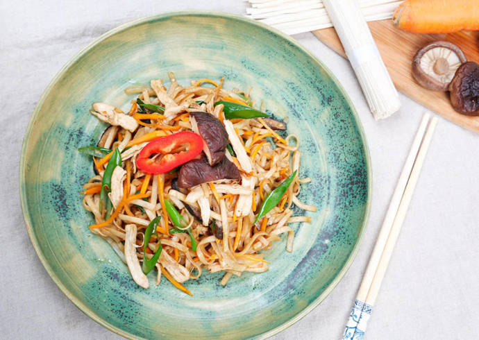Przepis Makaron udon z kurczakiem i grzybami shiitake
