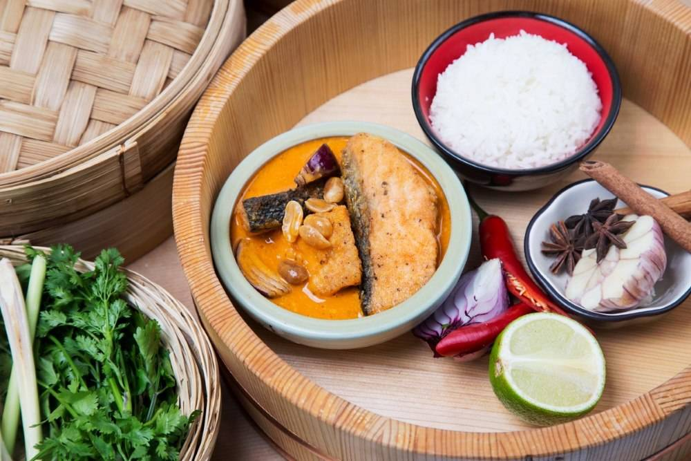 Chrupiąca ryba z sosem curry