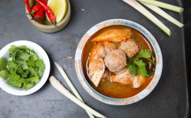 Tajska zupa z wieprzowiną House of Asia