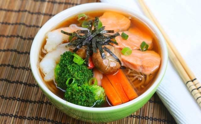 Przepis Japoński hot pot z makaronem udon i krewetkami House of Asia