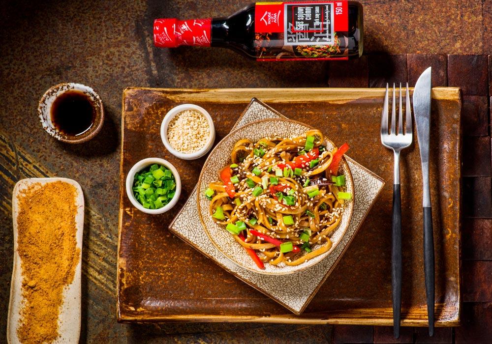 Wegetariański makaron Chow Mein z grzybami Mun House of Asia