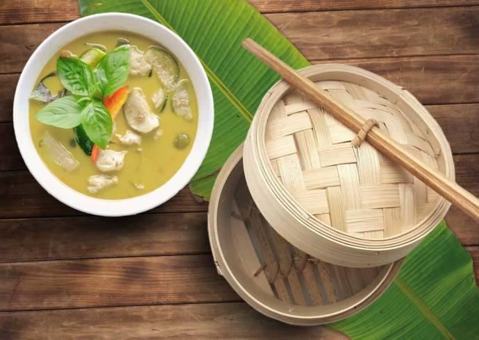 Ryba to tajsku w zielonym curry z mleczkiem kokosowym