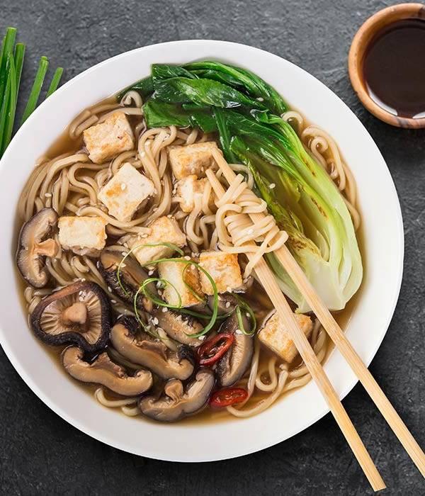 Wegetariańska zupa z grzybami Shiitake i tofu House of Asia
