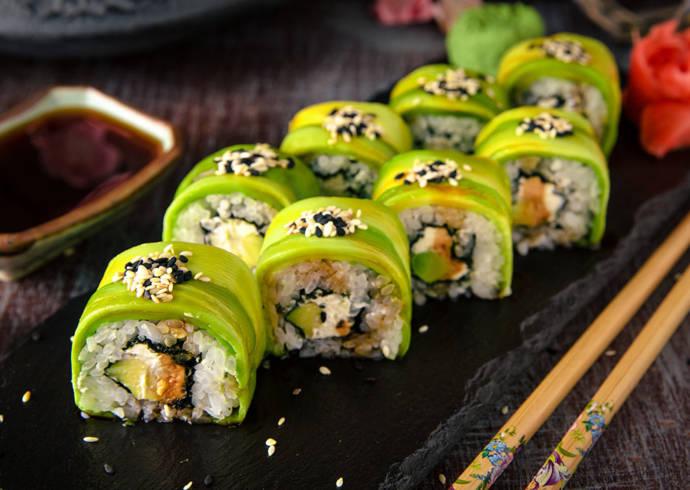 Sushi z łososiem i awokado House of Asia