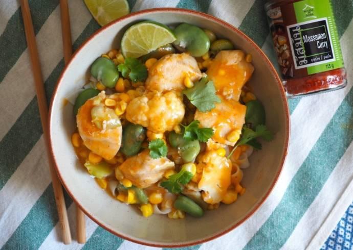 Curry z kurczakiem, kalafiorem i bobem