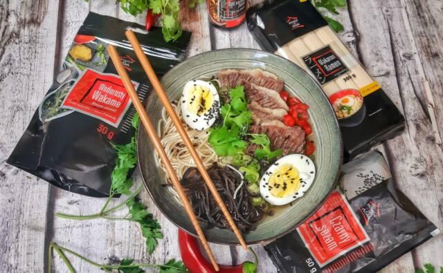 Zupa Ramen z wołowiną i Wakame Mateusz Krojenka House of Asia