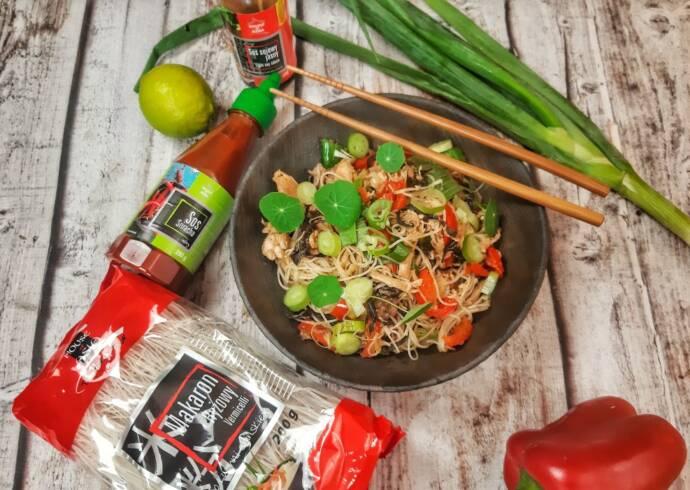 Makaron Vermicelli z warzywami i kurczakiem Mateusz Krojenka House of Asia