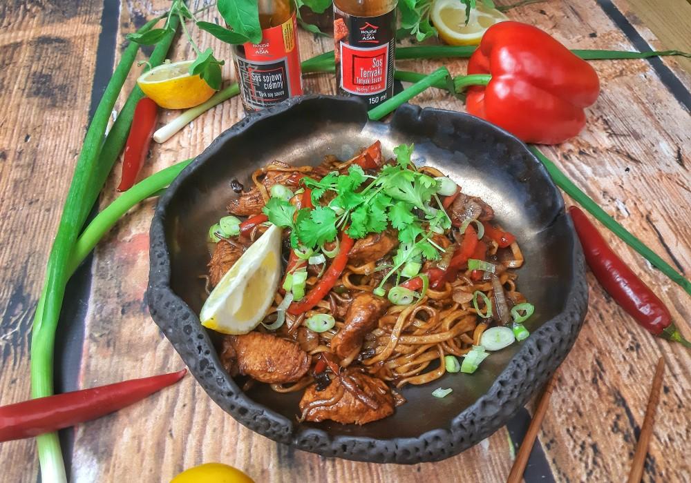 Kurczak na ostro z makaronem Chow Mein Mateusz Krojenka House of Asia