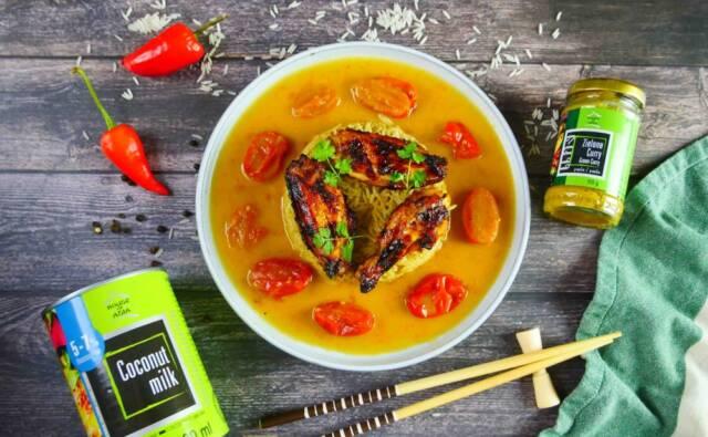 Zielone curry z kurczakiem w sosie pomidorowym i mleczkiem kokosowym Chef Lorek House of Asia