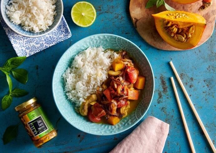 Żółte curry z kurczakiem i marchewką House of Asia