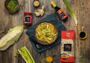 Chińska zupa z kurczakiem i makaronem Chow Mein House of Asia